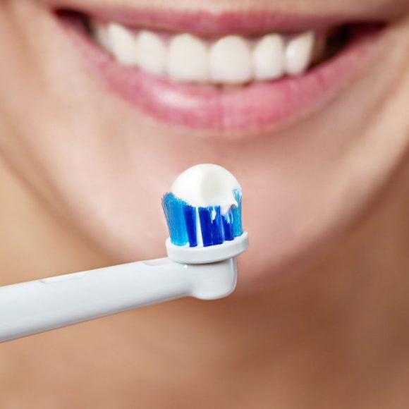 Periajul dentar cu periuța de dinți electrică